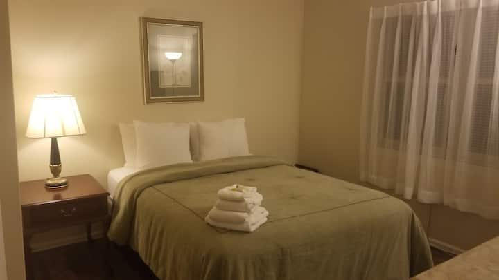 2nd floor Room #2 - Queen Bed