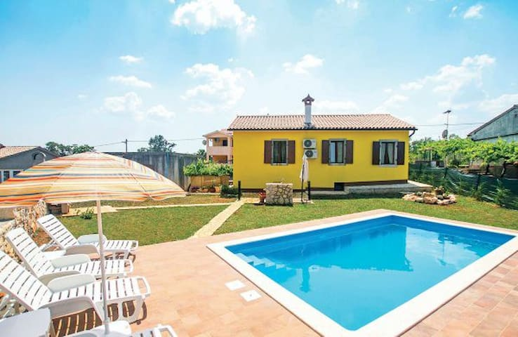 Cosy holiday home for 6 with pool - Labin - Villa