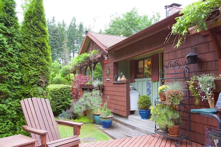 Spacious, Beautiful Cottage - Langley