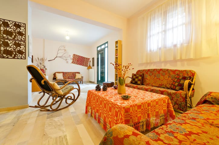 VILLA w huge GARDEN,5min from BEACH - Kavrochori - Vila