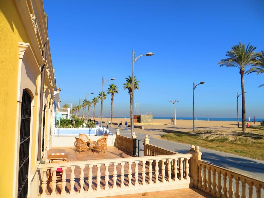 Casa con piscina en la playa adosados en alquiler en for Piscina playa de madrid