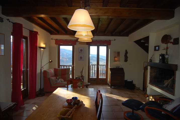 House in Cerdanya with amazing views and garden.