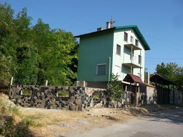 Тихое и спокойное место для отдыха - Враца - Haus