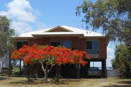 Waterfront Modern Queenslander. - River Heads
