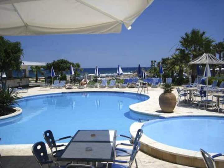 Alexandra Sea front Suite -CRAZY LOW OCTOBER RATES