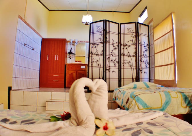 MapleTico Guesthouse: Ensuite w/private bathroom - Monteverde - Rumah