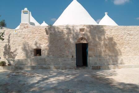 TRULLO TARANTINI Amazing experience - Latiano - Jiné
