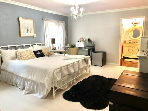 Master Bedroom with Private Entrance/Bathroom