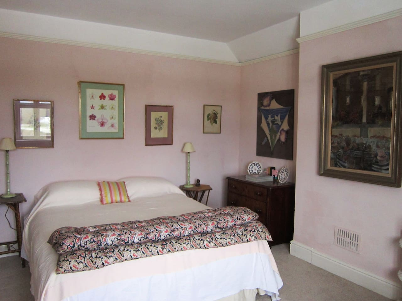 Large double room with good linen and a beautiful view.