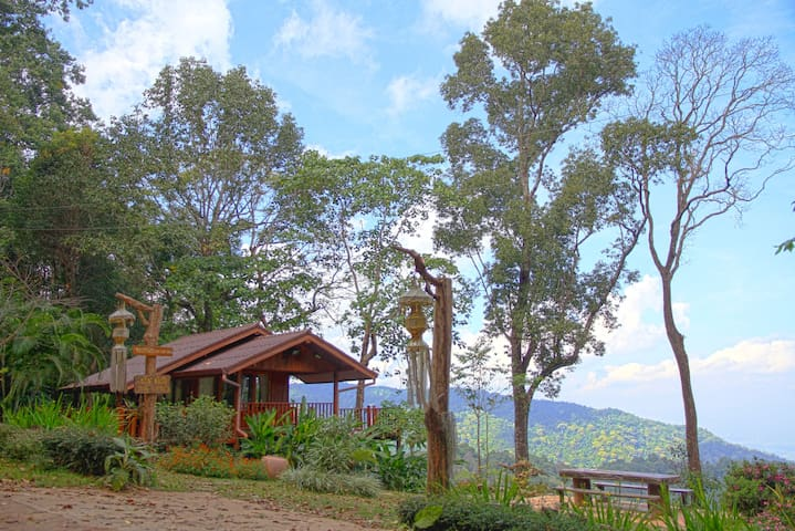 Cozy Cabin w/ Breathtaking View! A - Chiang Dao District, Chiang Mai, Thailand - Cabaña