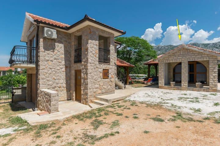 Haus Paklenica Stone ll (55883-K1)