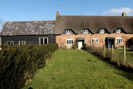 Idyllic thatched cottage - Marlborough  - Hus