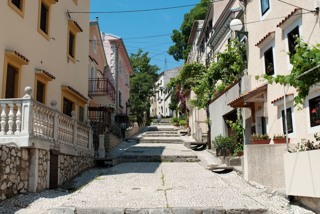 Stara cesta - Old Street (in front of the Green Studio)
