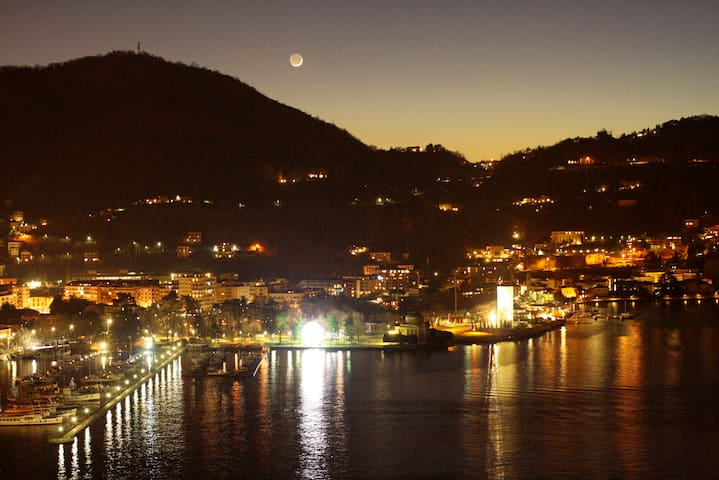 Terrace - Sight of Como by night and Moon