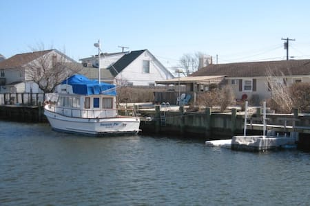 Waterfront w/boat ramp. 2 BR/1 Bath - Berkeley Township - Rumah
