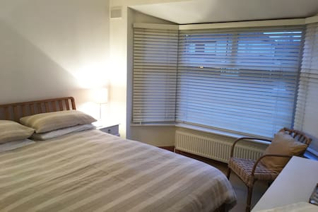 Easy City and Country,  Whole house, double room