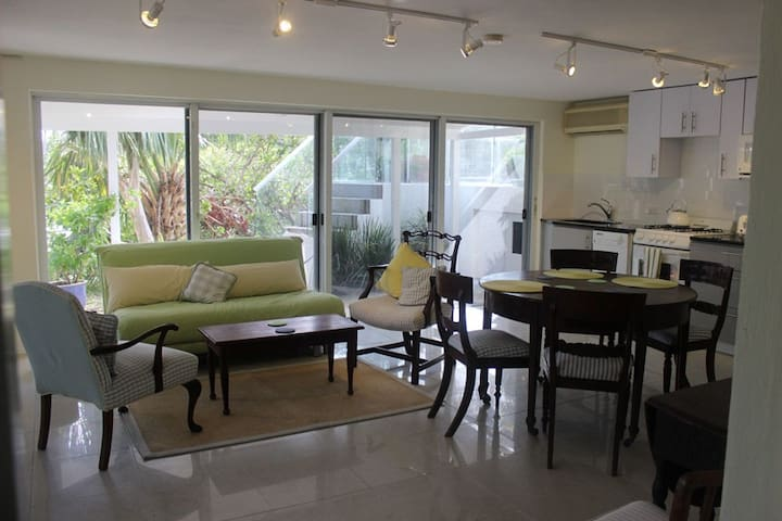 Sanctuary quiet beautifully placed waterfront apt - Pembroke - Apartemen