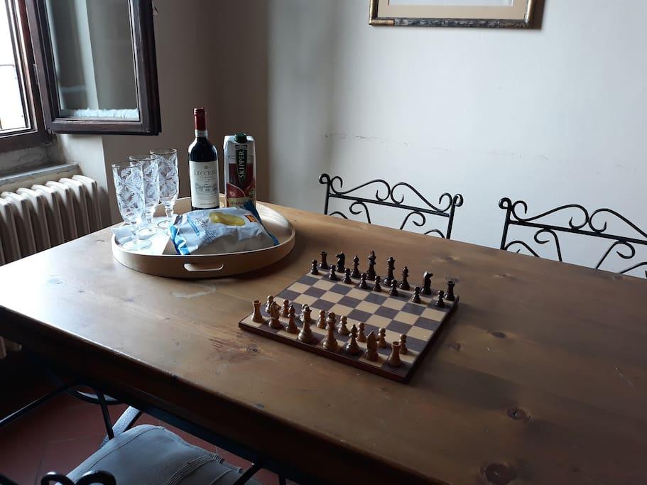 Pacchetto di benvenuto: bottiglia di vino, succo e patatine