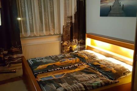 "Zimmer ""New York"" nahe City /Hbf - Sankt Pölten"