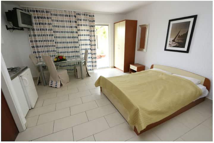 Studio Apartment Bee 1 for 3 in Novalja