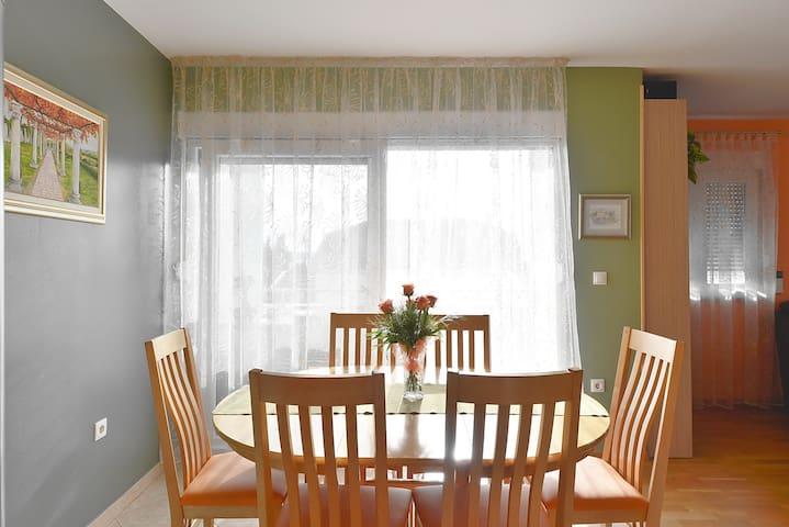 Warm,cosy apartment close to Split - Kaštel Lukšić - Apartment