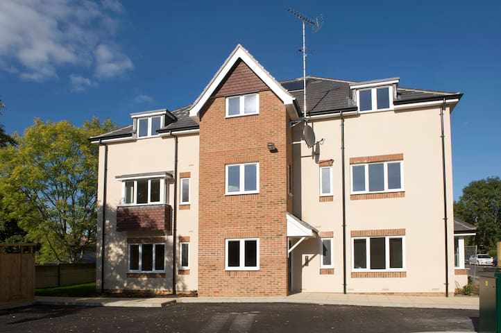 Modern apartment, central Horsham location