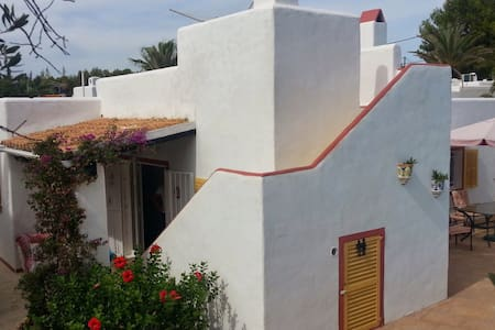Charming villa with private pool and garden. - Cala Llenya - Villa