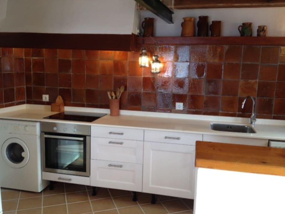 Nueva cocina, placa inducción, lavadora, lavaplatos, nevera, etc..  / New kitchen, induction cooker, washing machine, dishwasher, refrigerator, etc ..