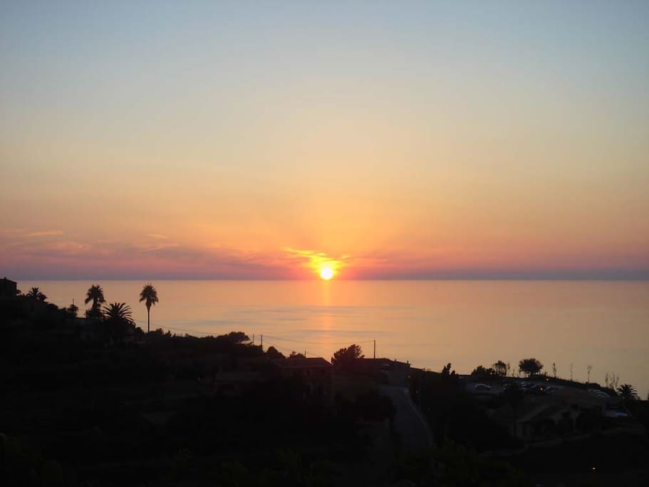 Espectaculares puestas de sol desde la terraza jardín / Spectacular sunsets from the terrace garden