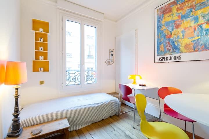Charming bedroom near Champs-Elysée