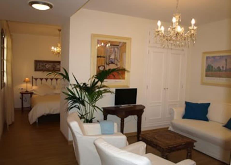 Apartamento con piscina en el centro juder a apartments for Alquiler de casas con piscina en sevilla