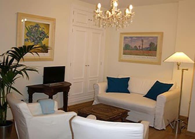 Cómodo y bonito salón