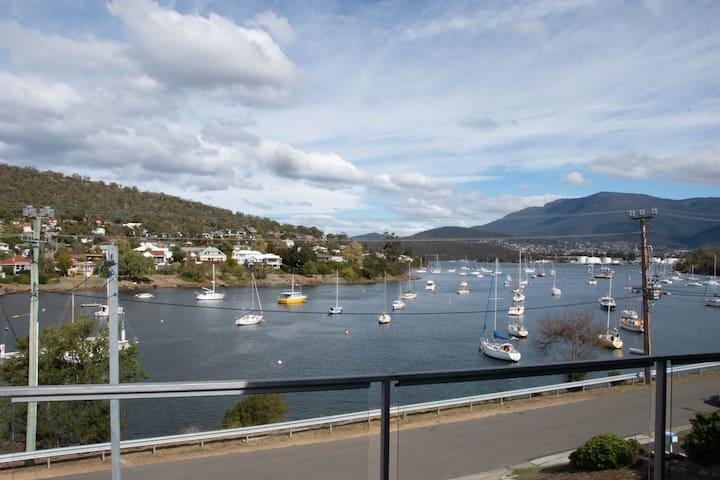 Spectacular view & location 15mins to Hobart city