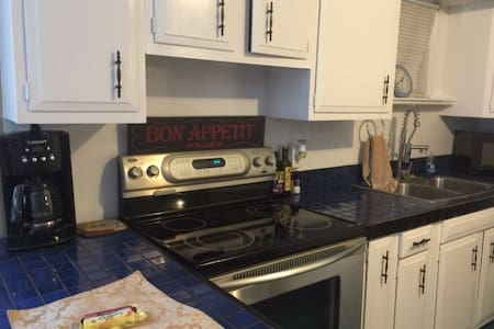 Very Private,  BON AIR apt/short stay available - Richmond - Wohnung