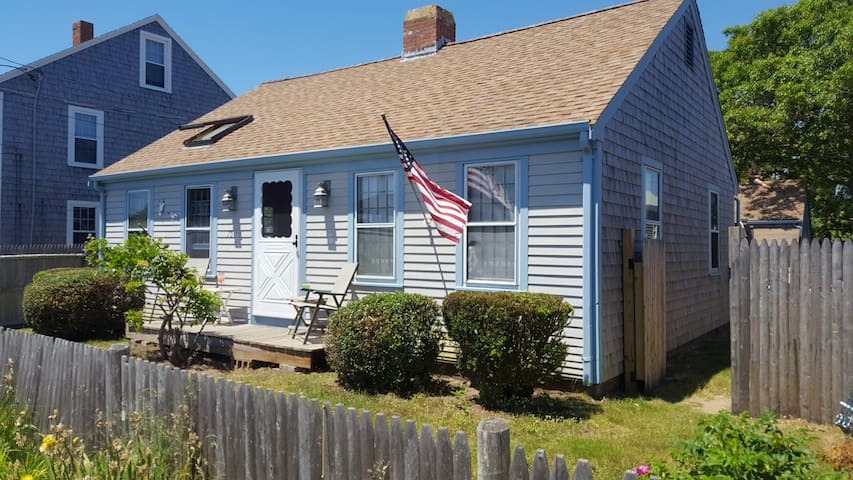 2 Bedroom Englewood Area Cottage close to Hyannis