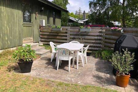 Sommerhus tæt på badestrand.