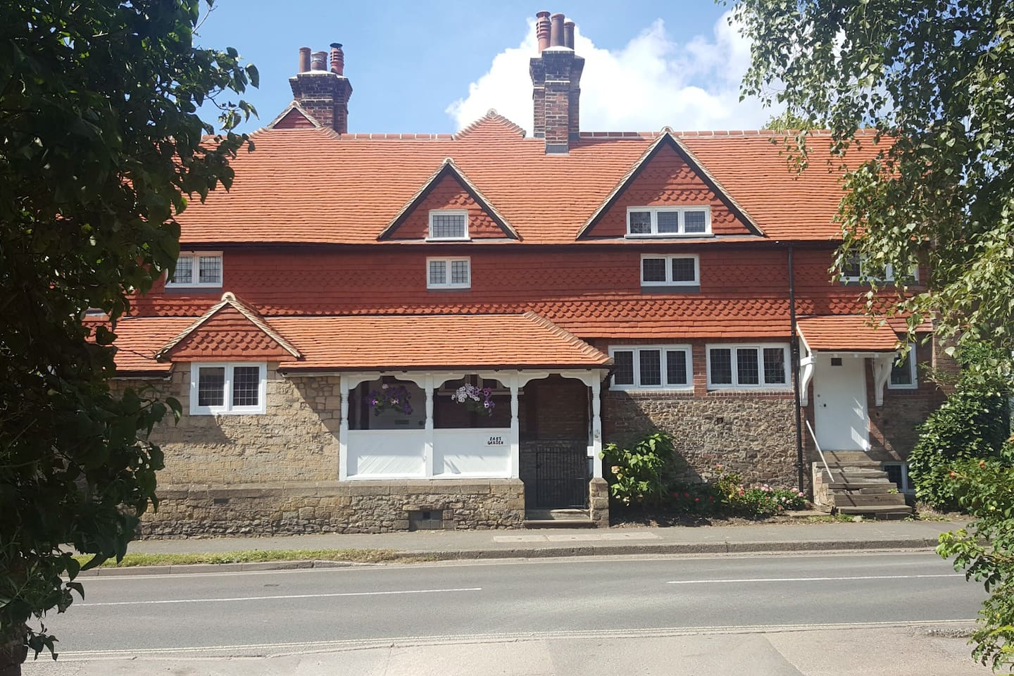 Gorgeous grade 2 listed house in the centre of Haslemere