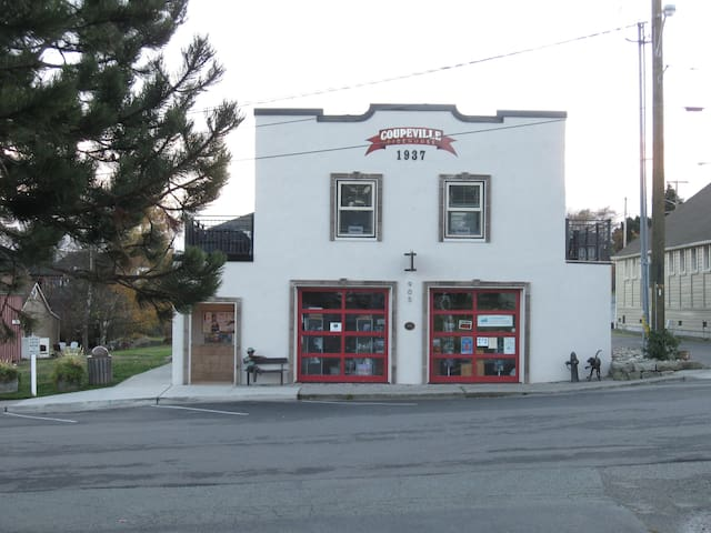 Charming 1937 Fire House Old Town Coupeville - Coupeville - Apartamento