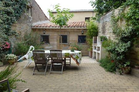 Maison indépendante dans village - Laure-Minervois