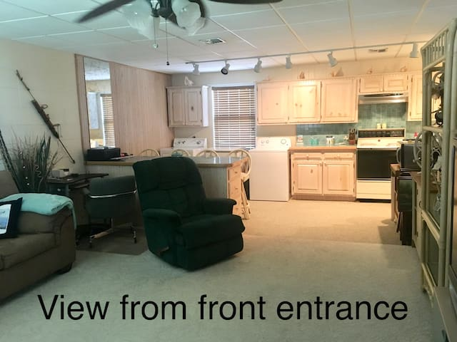 Quiet 1BR/1BA Fully Furnished Condo