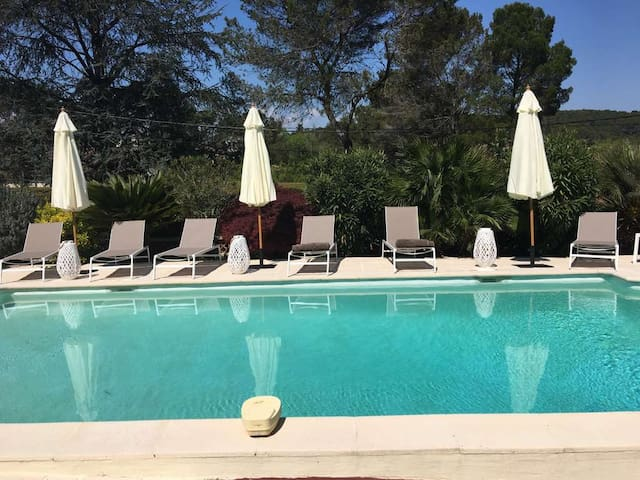 House with private pool close to Cannes