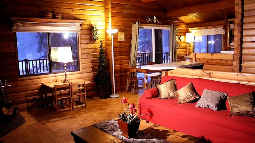 Tao Cabin #4, Two Miles to Ski, a tree house