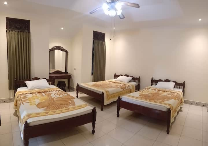 Triple bed with greenlight garden in Ubud center