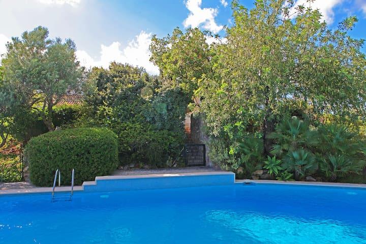 Exquisite Villa, Pool and Gardens in Algarve