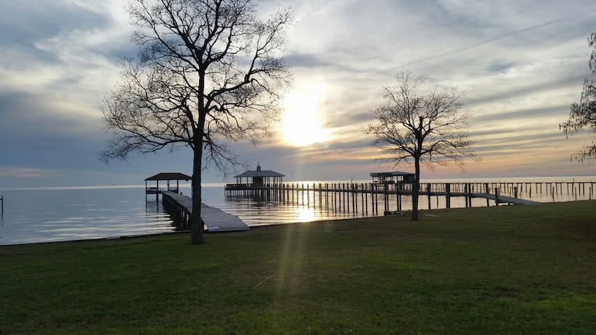 Bayfront cottage with unreal views. - Fairhope - House