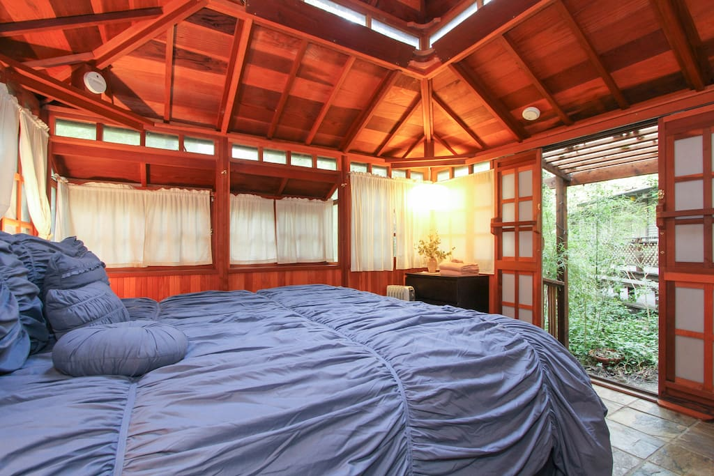 King bed in the Japanese Teahouse