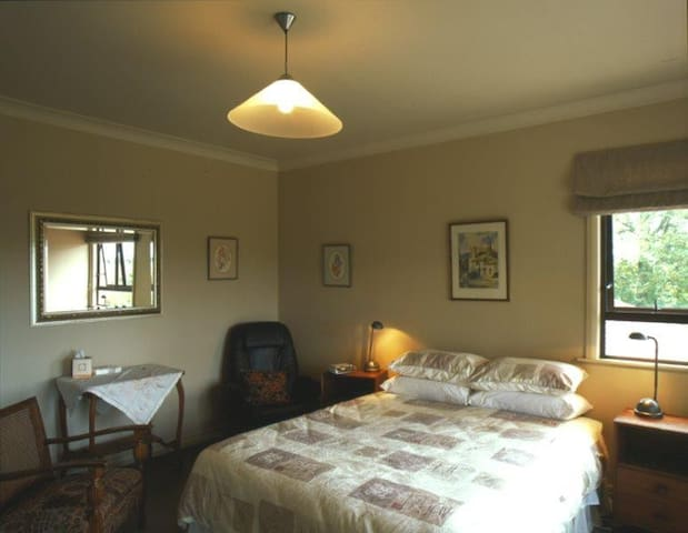 Oaklands B & B Queen Room