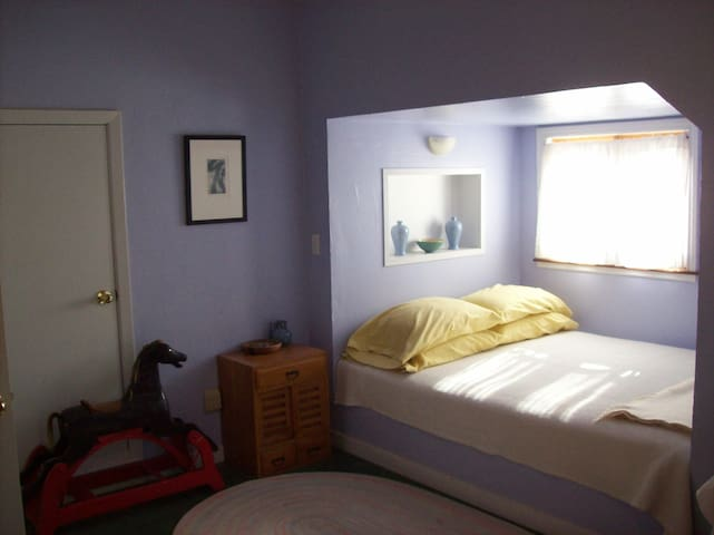 Casa de la Pradera farm stay/ b&b lavender room
