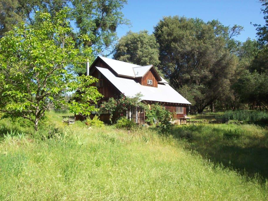the farmhouse in spring at Casa de la Pradera