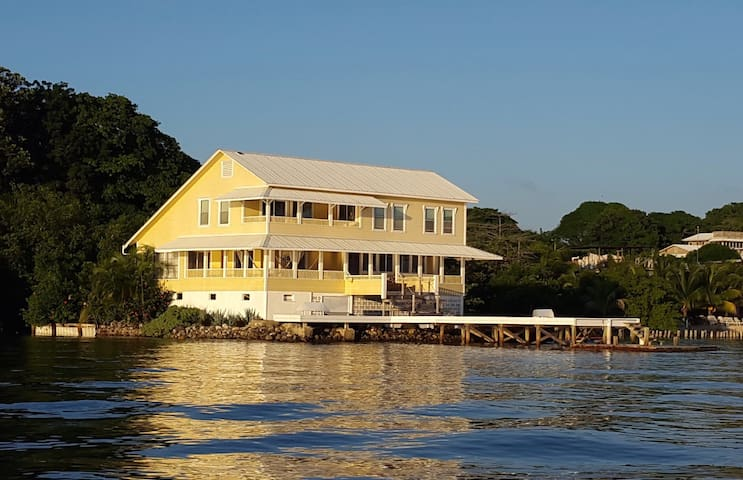 Cay House, Jewel of the Utila Bay - Utila - Hus